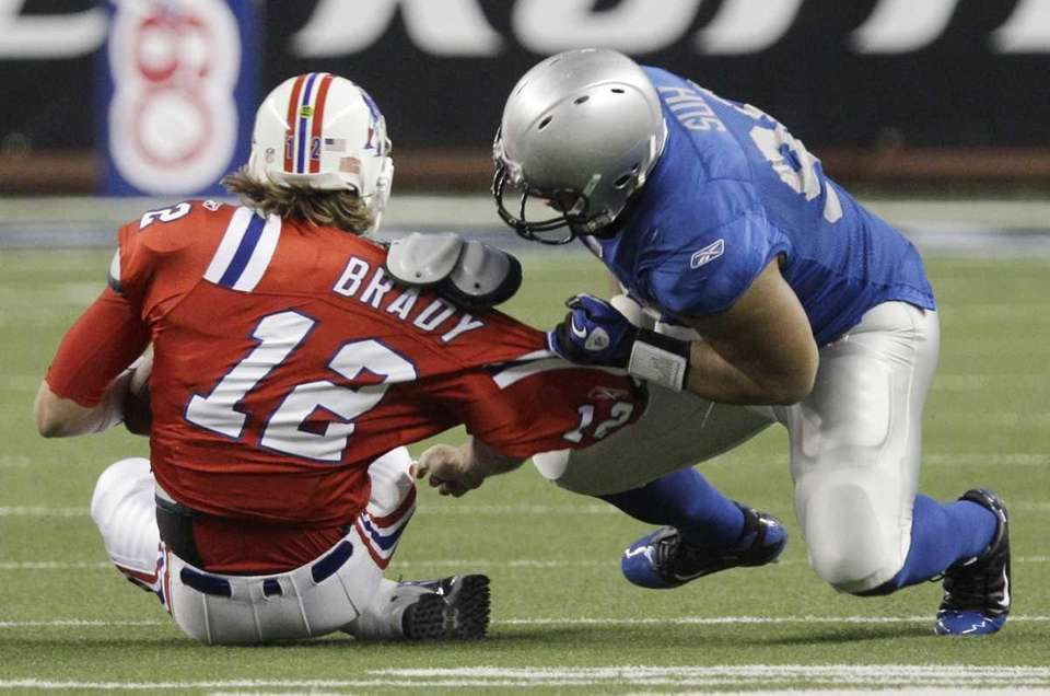 Lions defensive tackle Ndamukong Suh sacks Patriots quarterback
