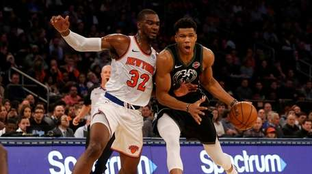 The Knicks' Noah Vonleh defends against the Bucks'