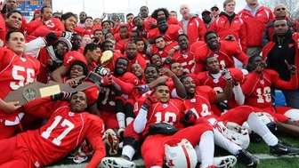 Freeport's football team celebrates its 62-35 win over