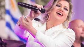 Kelly Clarkson will perform at NYCB Live's Nassau