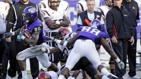 Texas Christian's Jeremy Kerley breaks a tackle by