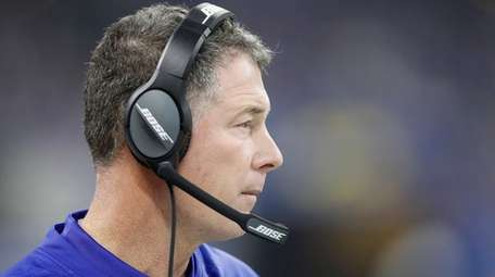 Giants head coach Pat Shurmur watches his team