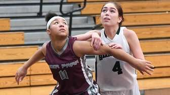 Deer Park forward Cassie Hovanic vies for position