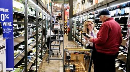 Maggie Hansen helps customer Ulfert Esen select a
