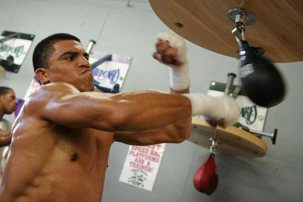"""""""Vicious"""" Victor Ortiz trains at the Wild Card"""