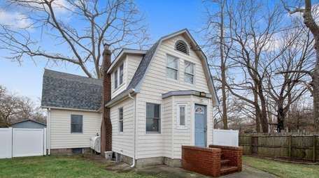 This 1928 four-bedroom Mastic home features an above-ground