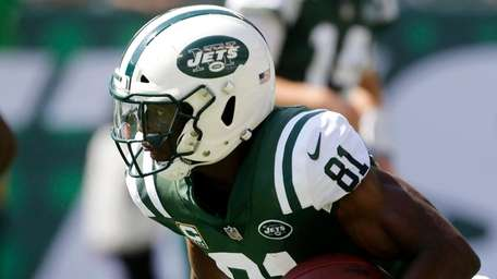 Jets wide receiver Quincy Enunwa runs the ball