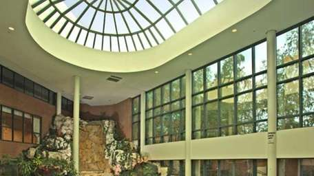 The indoor swimming pool at the Huntington Hilton