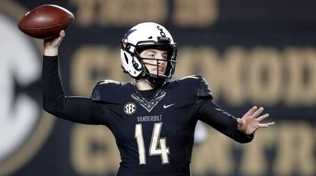 Vanderbilt quarterback Kyle Shurmur (14) throws a pass