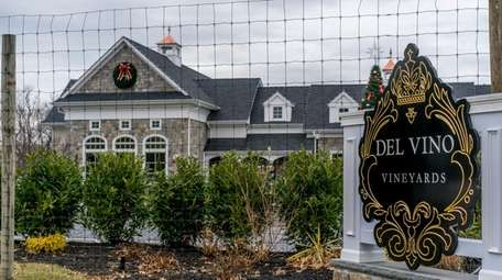 Del Vino Vineyards on Norwood Avenue in Northport