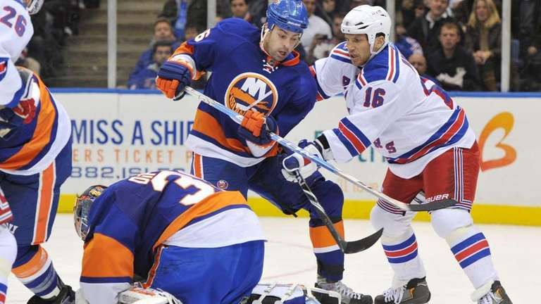 New York Rangers left wing Sean Avery (16)