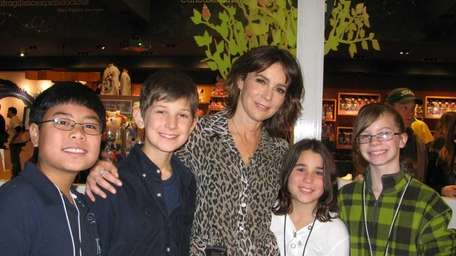 Actress Jennifer Grey with Kidsday reporters, from left,