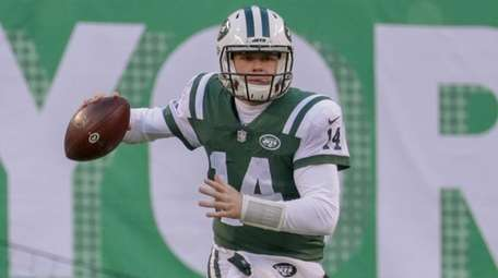 Jets quarterback Sam Darnold scrambles out of the
