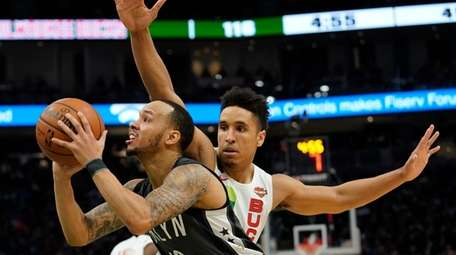 Brooklyn Nets' Shabazz Napier drives past Milwaukee Bucks'