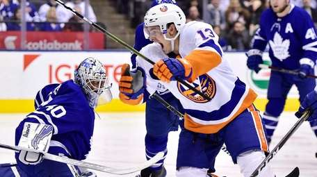 New York Islanders center Mathew Barzal (13) scores