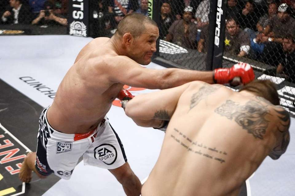 Dan Henderson knocked out Renato
