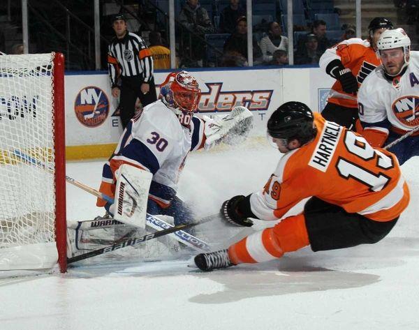 Scott Hartnell #19 of the Philadelphia Flyers is