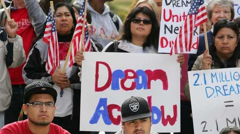 Students show support for the DREAM Act for