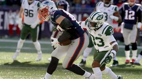 Jamal Adams closes in on Patriots tight end