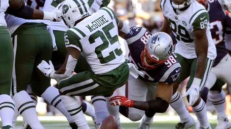 Patriots' Trey Flowers forces a fumble by Jets'
