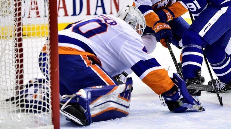 Maple Leafs center John Tavares battles for the