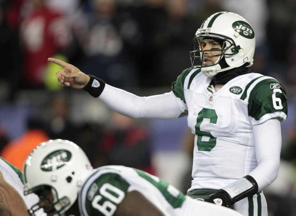 Jets quarterback Mark Sanchez points out a play