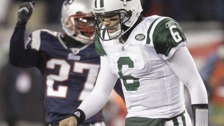 Jets quarterback Mark Sanchez turns to walk off