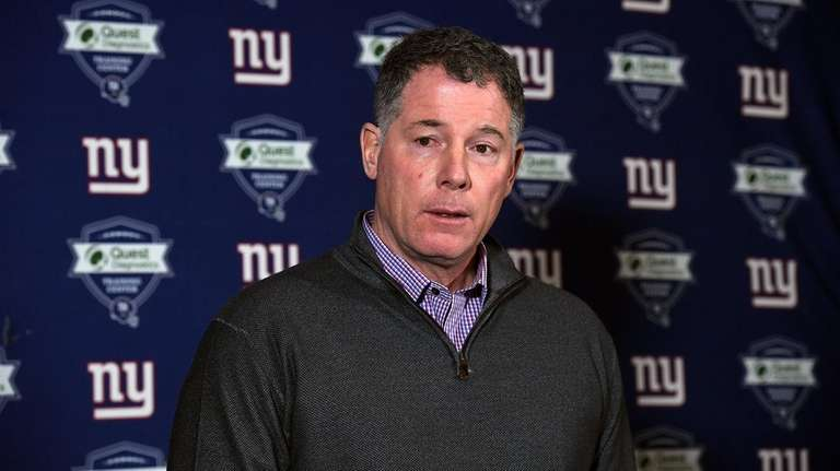 Giants head coach Pat Shurmur speaks to the