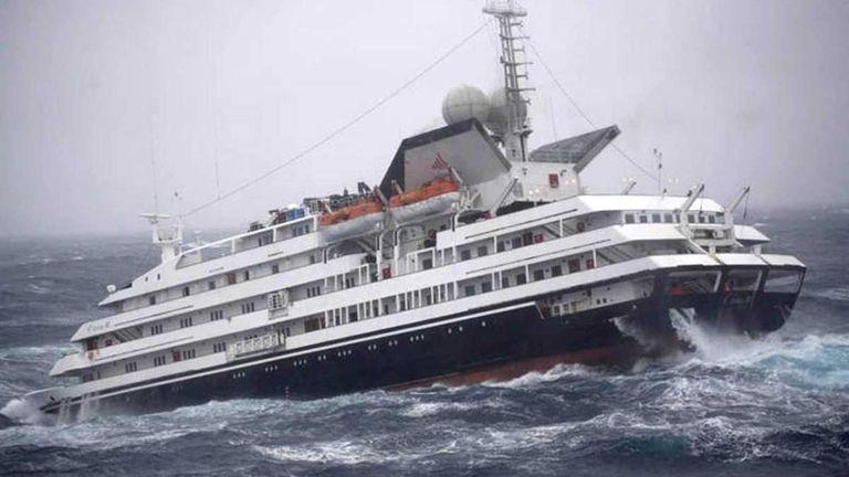 Antarctic Ship Damaged By Wave Heads To Port Newsday - Cruise ship damaged