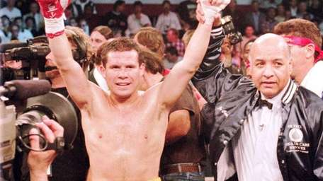 JULIO CESAR CHAVEZ, BOXING 87-straight wins 1980-1993 (Ended