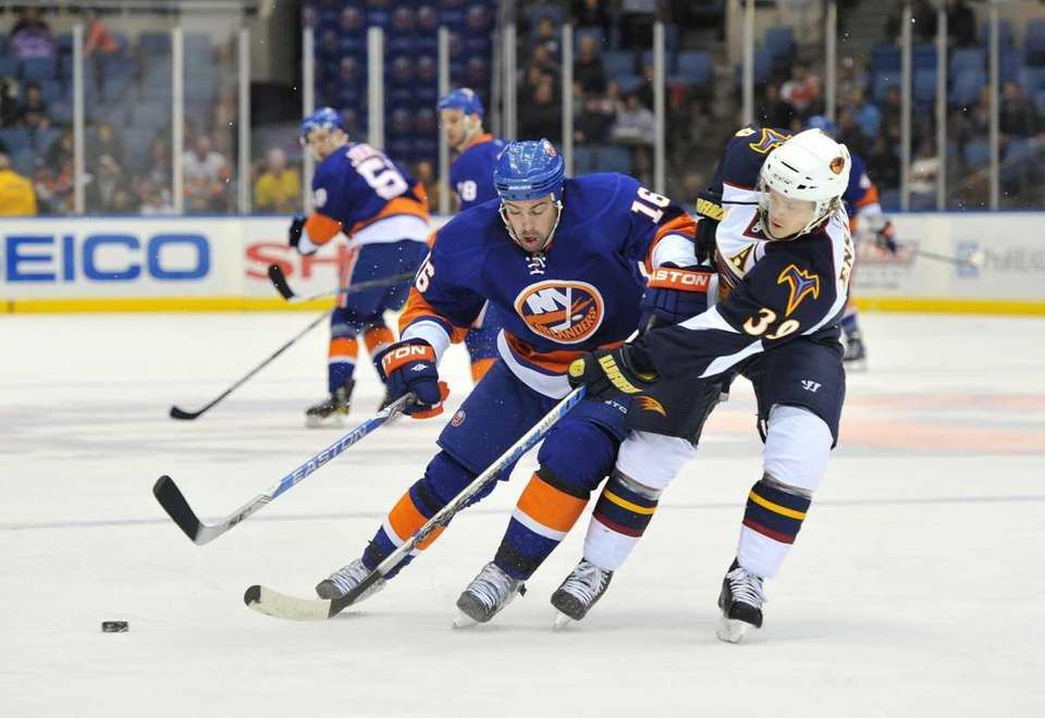 Islanders left wing Jon Sim, left, and Atlanta