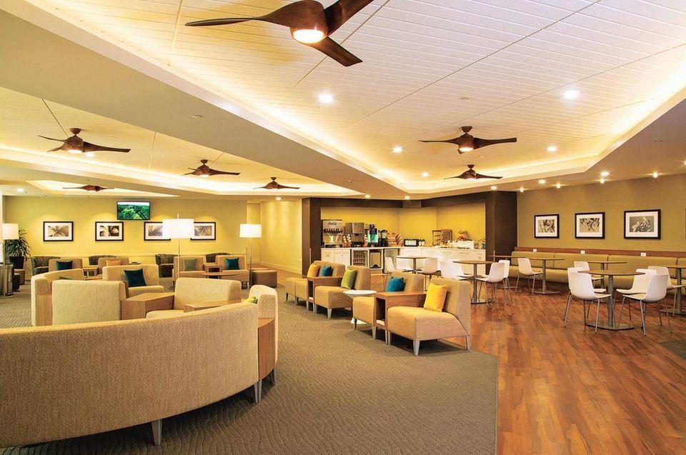 Hawaiian Airlines Plumeria Lounge at Honolulu's Daniel K.