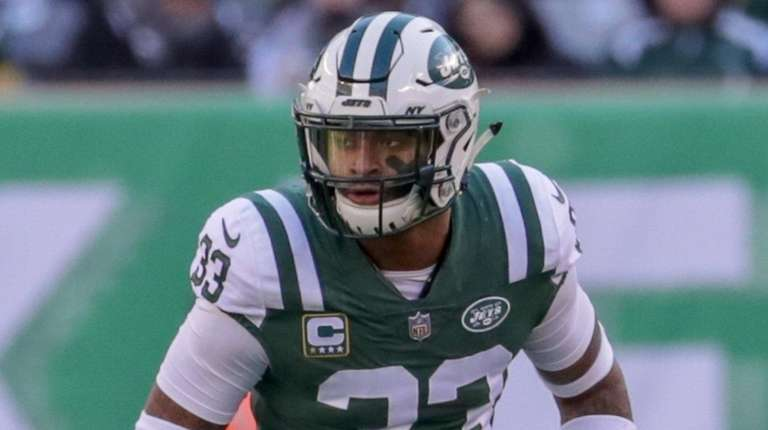 Jets strong safety Jamal Adams lines up in