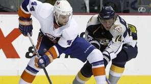 New York Islanders center Rob Schremp (44) and