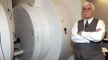Raymond Damadian with the prototype stand-up magnetic resonance