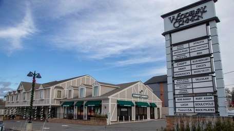 Woodbury Common offers high-end stores and eateries.