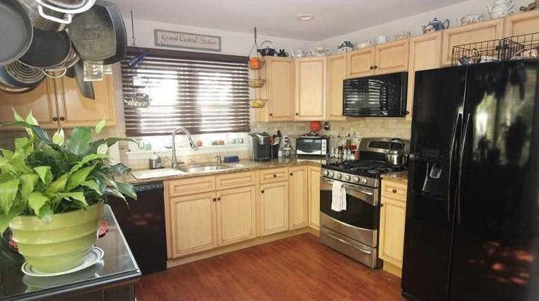 This Eastport Cape is listed for $339,000.