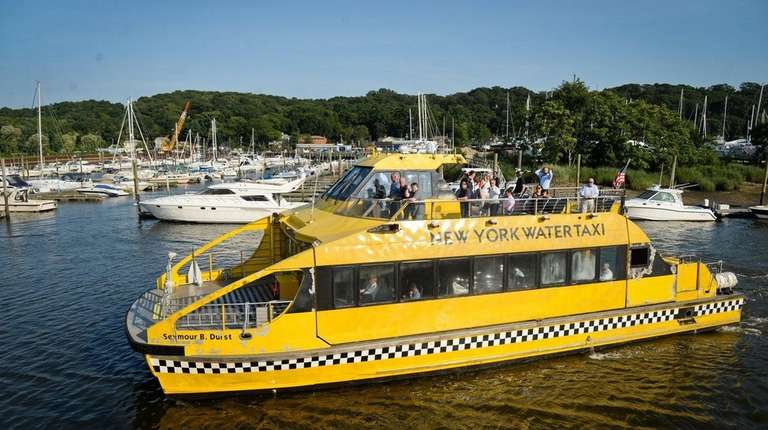 The Wall Street ferry sails into the Glen