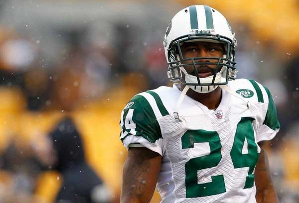 Jets cornerback Darrelle Revis warms up prior to