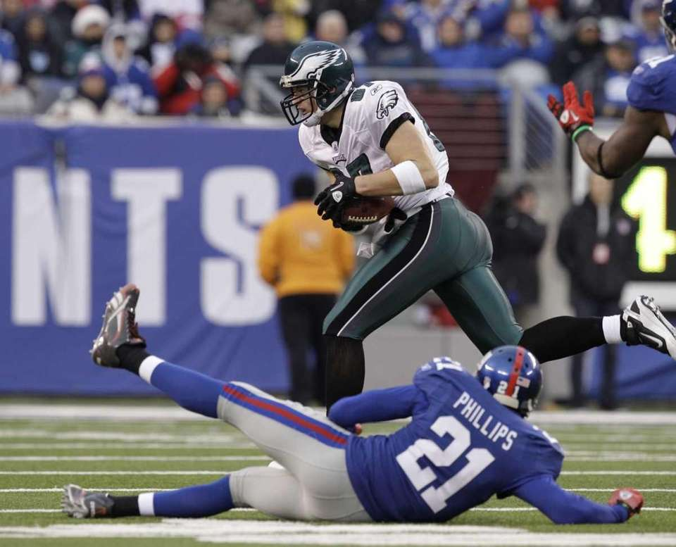 Philadelphia Eagles' Brent Celek runs for a touchdown
