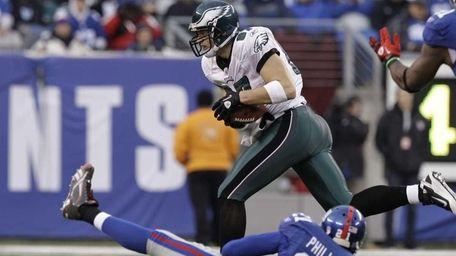 Philadelphia Eagles' Brent Celek runs for a touchdown