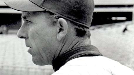 Sports- Gil Hodges, Mets Manager, leans against batting