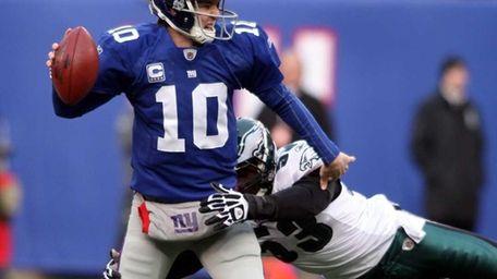 New York Giants quarterback Eli Manning looks for