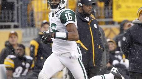 New York Jets' Brad Smith (16) dashes past