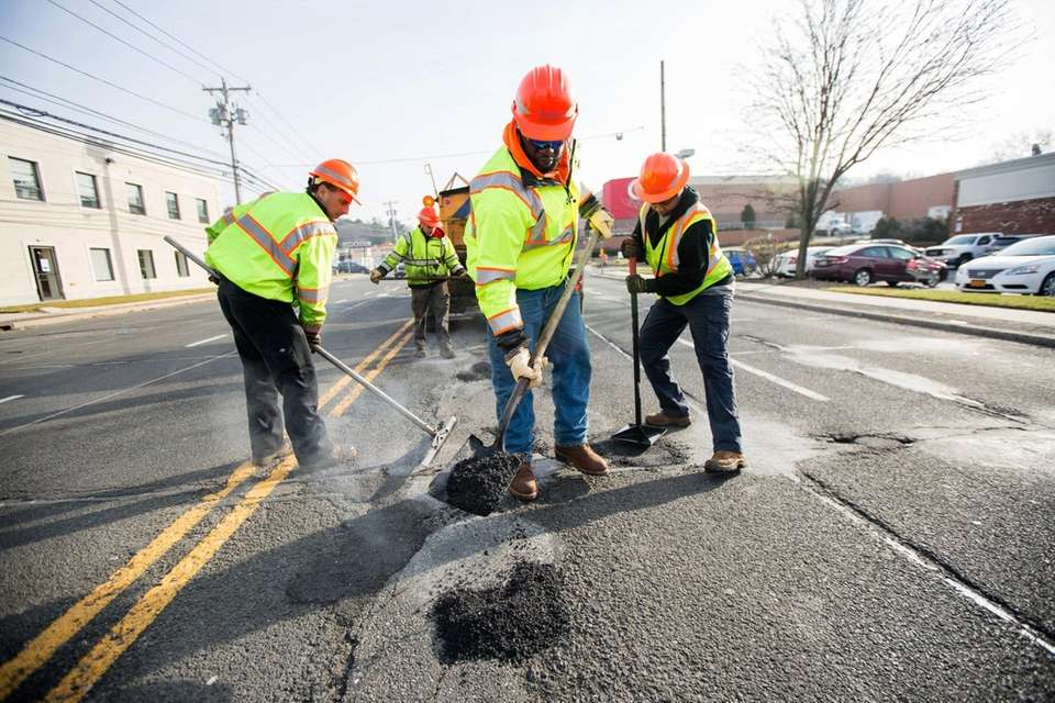 State workers repair potholes on Jericho Turnpike east