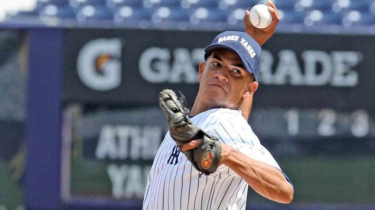 Leonel Vinas pitches while playing for Hank's Yanks
