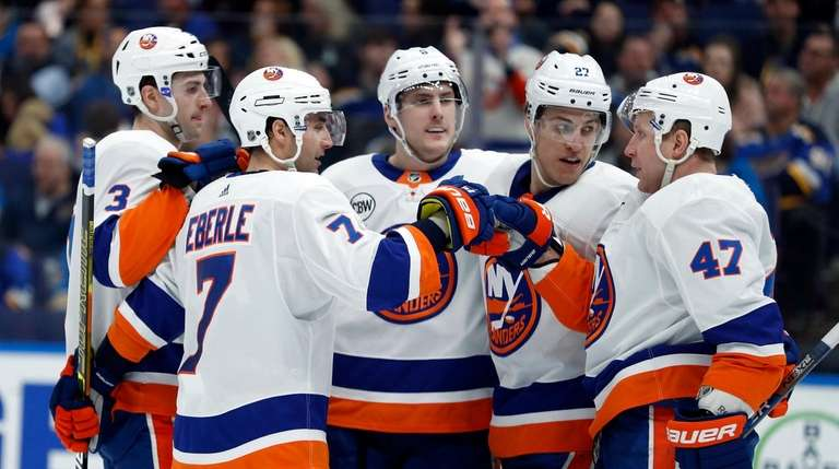 Islanders rally with three goals in final period, beat Blues