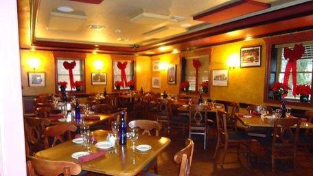 Dining room of Arthur Avenue, Smithtown