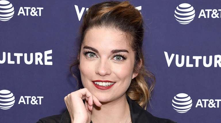 Schitt's Creek' star Annie Murphy talks new season, losing