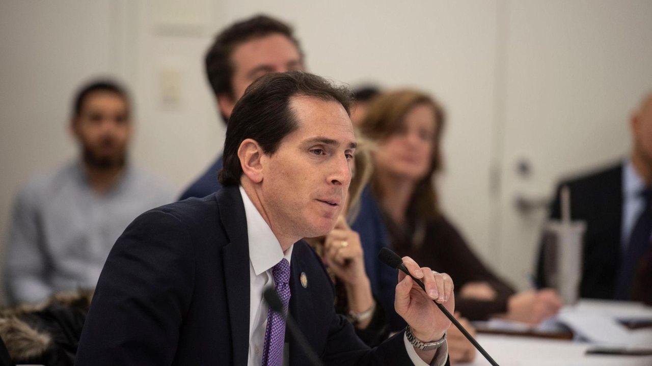 Sen. Todd Kaminsky (D-Long Beach) hosteda forum at